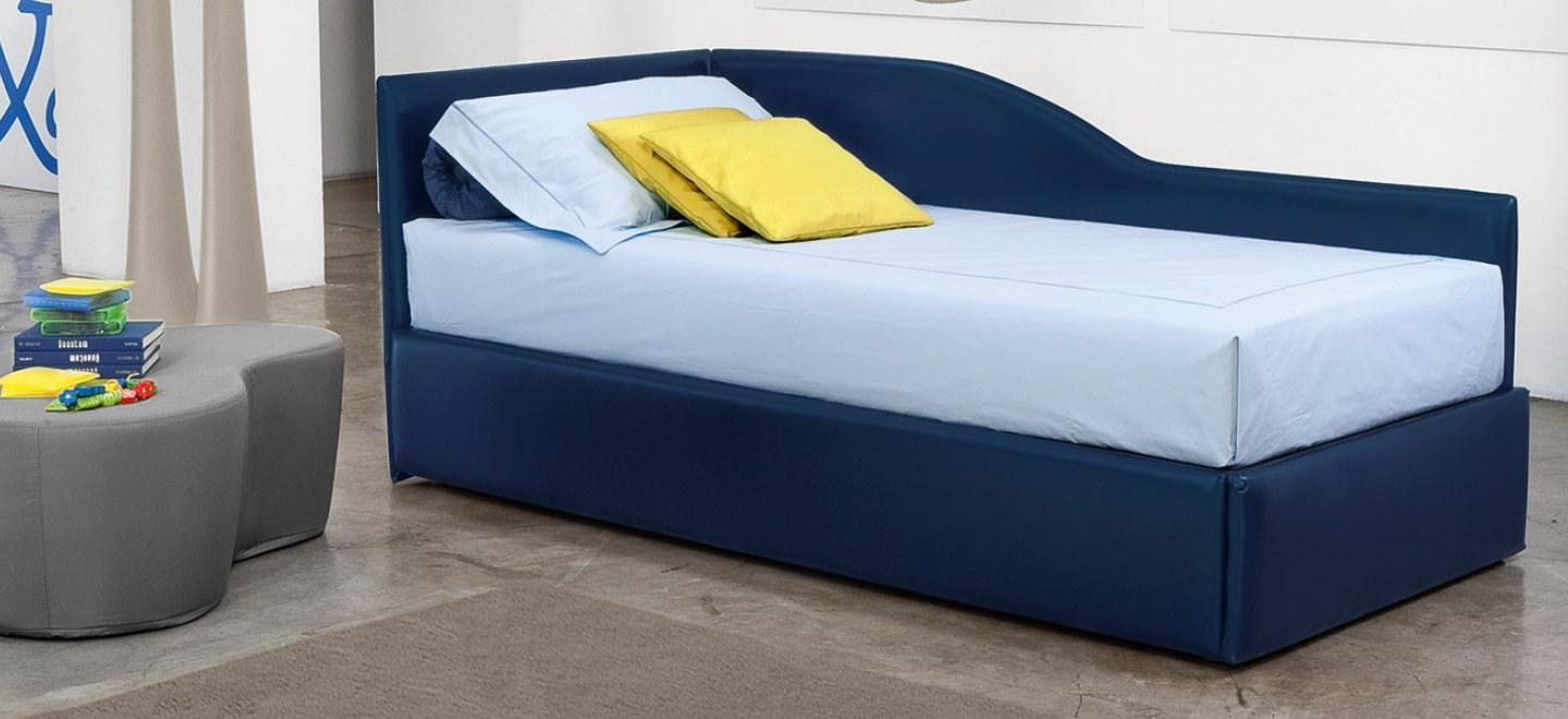 Tendine veneziane traforate da finestra for Poltrona letto singolo ikea