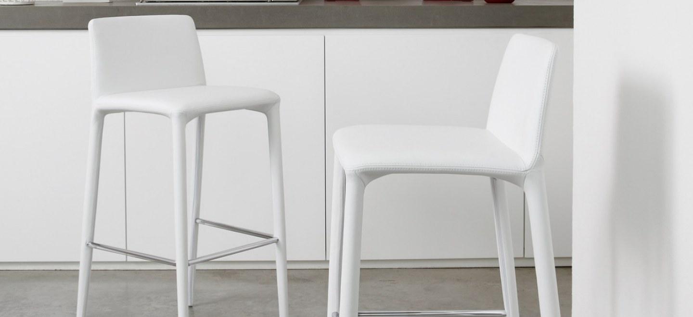 Sgabelli alti sedie alte tavolini alti bonaldo for Sgabelli e tavoli alti per bar
